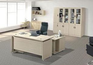 办公桌风水:如何摆放到正确的位置(办公室桌椅摆放风水有哪些讲究
