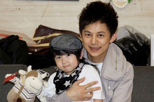 王菁何炅的儿子照片