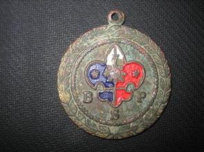 民国时期的童子军徽章图片上的字母 代表什么意思呀 尤其是 代表什么意思 请教高手 谢谢了