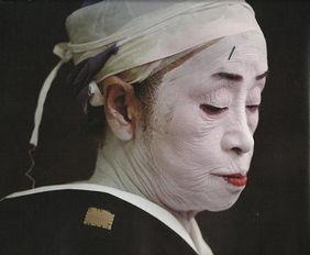 解密隐秘却美丽的日本红唇艺妓