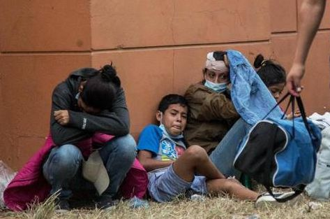 超100多名非法移民入境美国新冠呈阳性,却被放行
