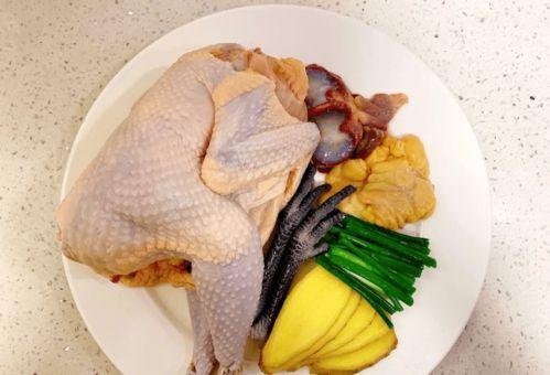 大厨教你炖鸡汤,做法不对,鸡汤当然不好喝  调炖汤斤量那位大厨师有