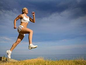 健身很努力的女人