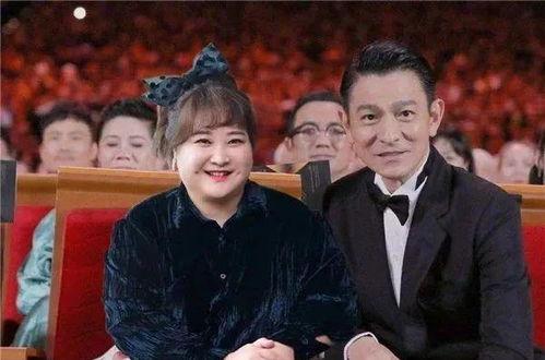 薇娅向贾玲炫耀和刘德华合影直播了,贾玲的回复全场笑翻