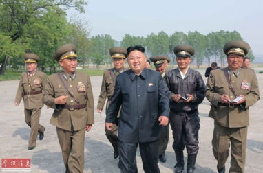 金正恩视察朝鲜人民军空军