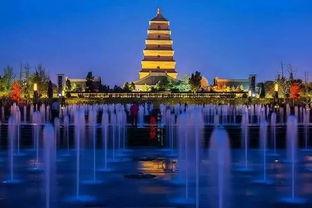 网红打卡地大雁塔,是8世纪为保存玄奘法师由天竺经丝绸之路带回长安的经卷佛像而建,如今也已经成为西安地标性建筑。