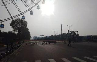 危险南昌八一大桥冰锥突然坠落数十辆小车被砸出大窟窿..