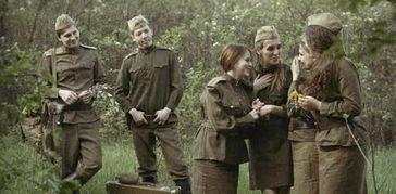 二战苏联女兵裙装上阵,高筒皮靴很有视觉冲击,战力强大的下场凄惨