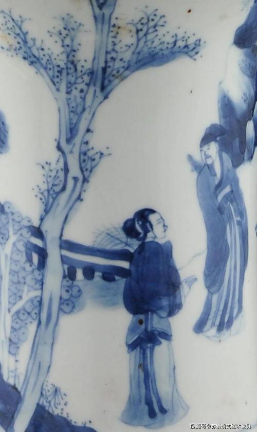 ▌清康熙青花人物故事图凤尾尊局部凤尾尊是从青铜器觚演变而来,是康熙期生产最多的花瓶式样,因其口部曲线优美形似凤凰展开的尾羽而得名。