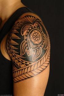 男性手臂上黑色霸气图腾纹身图案