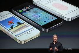 苹果首席执行官蒂姆.库克展示iphone5s