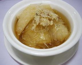 酸菜鲈鱼   鳕场蟹柳土豆沙律   其实还有两个菜哒,一个港丽炒饭和一个白酒煮青口,不过因为本宝宝太饿了,所以没有拍照就吃掉了   .