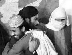 塔利班首脑录像中亲手砍下8名 间谍 头颅