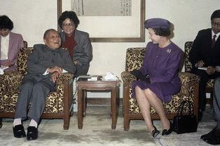 1986年10月,邓小平会见首次来华的英女王】