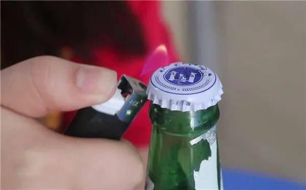 怎么用筷子开啤酒