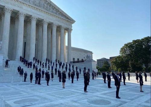图源网络这名女大法官名叫鲁斯·巴德·金斯伯格,是历史上第二位被提名为美国最高法院大法官的女性.