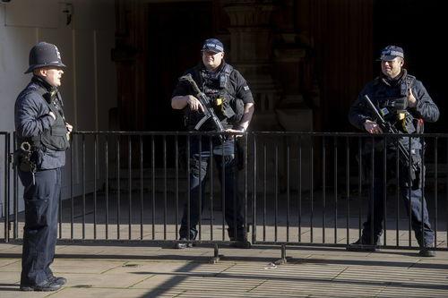 英国上调恐袭威胁等级