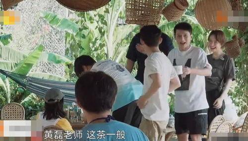 而下一期的嘉宾就是快乐家族的成员,杜海涛、李维嘉、吴昕他们三人,难怪就连何老师都亲自出远门去迎接了.
