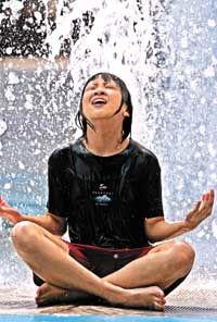 百年市区平均温升7度 东京热得让人受不了