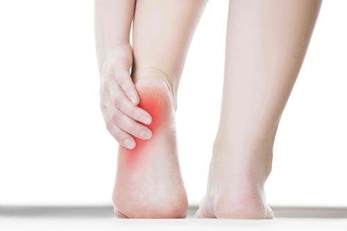 患上足底筋膜炎怎么办?这几个训练动作帮你预防及缓解它  足底着凉筋膜炎