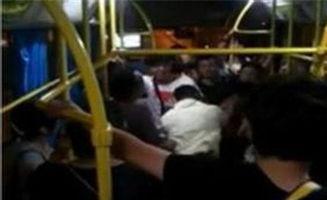 老人拒绝戴口罩遭乘客围殴(公交车上对拒不给老人让座的乘客罚款50元,社会上众说纷纭,你)