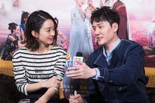 赵丽颖冯绍峰夫妇甜蜜牵手逛街,网友表示好像又相信爱情了