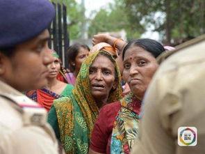 印度种姓之痛贱民夫妇欠1.5元被砍死