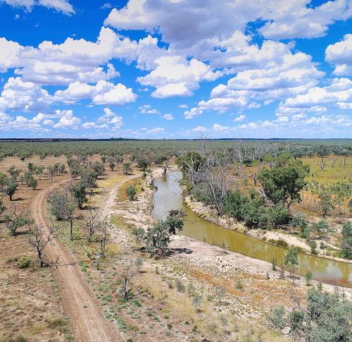 但是因为澳洲的农业用水占到六成,一些农业区存在土地盐碱化,地表水质恶化的问题,随着干旱的加剧,这些问题会变得更亟待解决.