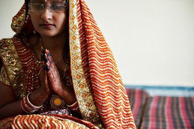 女艺术家与蒙古马举行婚礼