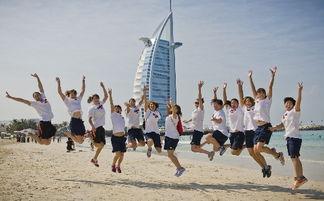 中国女子水球队在迪拜 一起跳起来