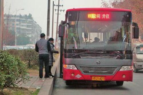 资阳八旬老太独自乘公交遭拒载司机不愿冒险