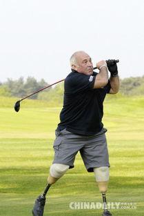 英国62岁老人失去小腿身残志坚 热血硬汉挑战极限