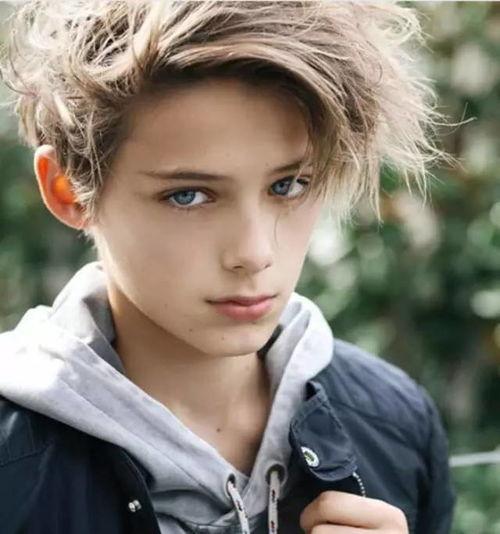 13岁澳洲男孩被封为世界最帅小正太,你觉得呢