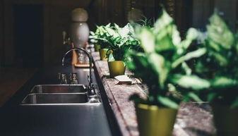 5.甲醛消除辅助方法:甲醛清理公司现在有着很多的甲醛清理公司,就是帮助业主的新装修完成的家清除甲醛。