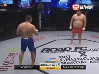 300斤中国巨胖站着不动日本人都不敢靠近 发怒追着暴打KO引急救