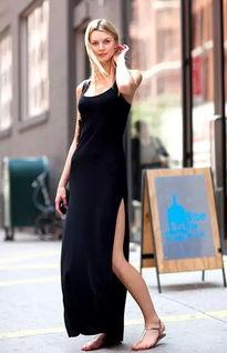 吊带裙单穿最基本的性感吊带裙单