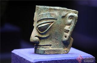 来自四川广汉三星堆博物馆的商代铜人头像。
