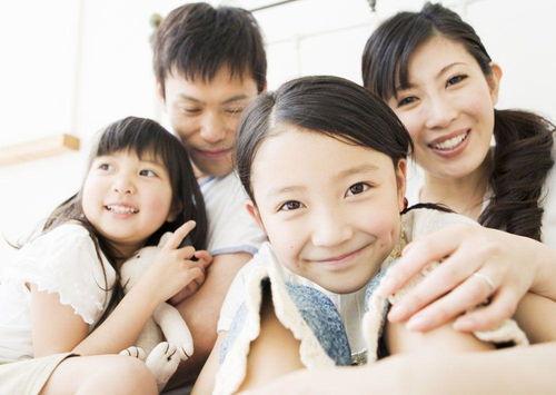 孩子年幼时需要看管和保护,这时候父母的控制是必要也是合适的.