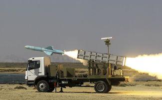 1月2日,伊朗海军在伊朗南部霍尔木兹海峡附近试射一枚导弹.