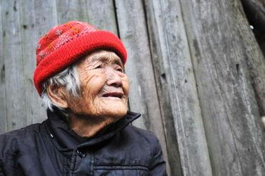 92岁老人给自己做棺材,何等心酸