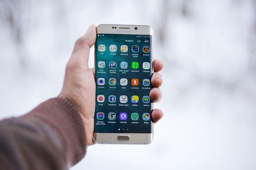 其次,中国的手机市场三星真的是惨败.