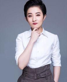 她8岁成为琼瑶女郎,因饰演 小婉君 走红,今走中性风放飞自我