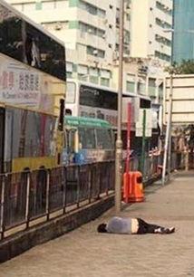 巴士斩死女友青年爆窗跳车重伤