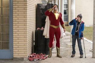 雷霆沙赞 这次拯救世界的不是超级英雄,而是熊孩子