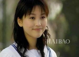 金莎17岁出道,由于在《十八岁的天空》里饰演蓝菲琳让观众们记住了这个小女生.