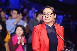央视节目等着我复播,主持人换成了她,网友比倪萍差远了