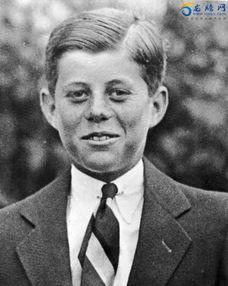 ...7年,10岁的约翰·肯尼迪,头发梳得一丝不苟.-这些年轻人,