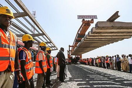 原标题:非洲首条中国标准现代化铁路全线贯通中国公司推动尼日利亚现代化铁路梦