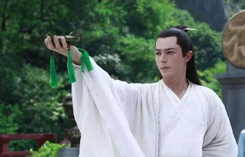 《花千骨》霍建华扮演白子画,一身白衣仙气十足.