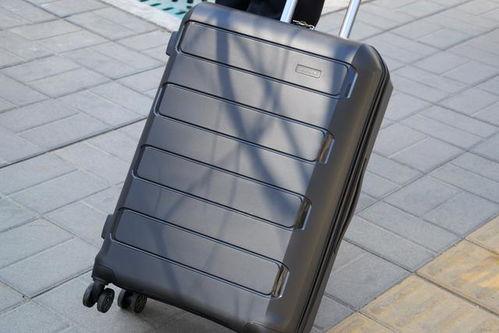 tsa海关锁一般是出国用的箱子才需要,海关会把你的行李箱打开检查,如果没有tsa海关锁的话,海关无法用海关专用的万能tsa海关锁打开行李箱,那么行李箱会被海关检查员强制敲开你箱子上本身的锁。